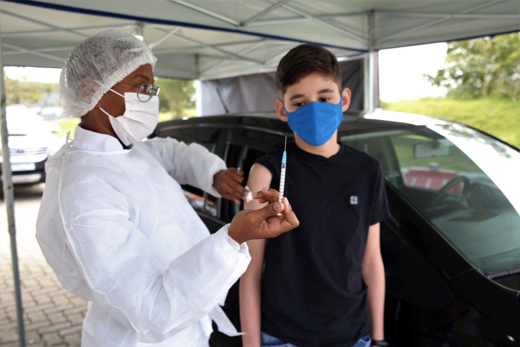 Adolescente vacinado